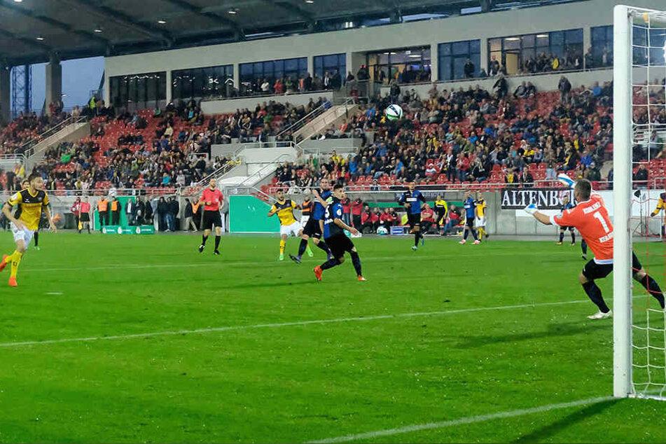 Im Vorjahr zog Dynamo in der 1. Runde die TuS Koblenz. Gespielt wurde in Zwickau. Dynamo gewann knapp mit 3:2. In dieser Szene erzielt Aias Aosman den Siegtreffer.