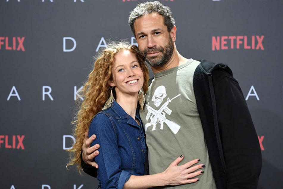 """""""Evil"""" Jared Hasselhoff (r) und Sina Valeska Jung auf der Europapremiere der Netflix-Serie """"Dark"""" in Berlin."""