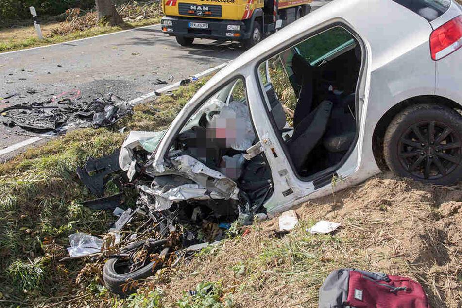 Im Wrack dieses Opels starb ein 28-Jähriger.