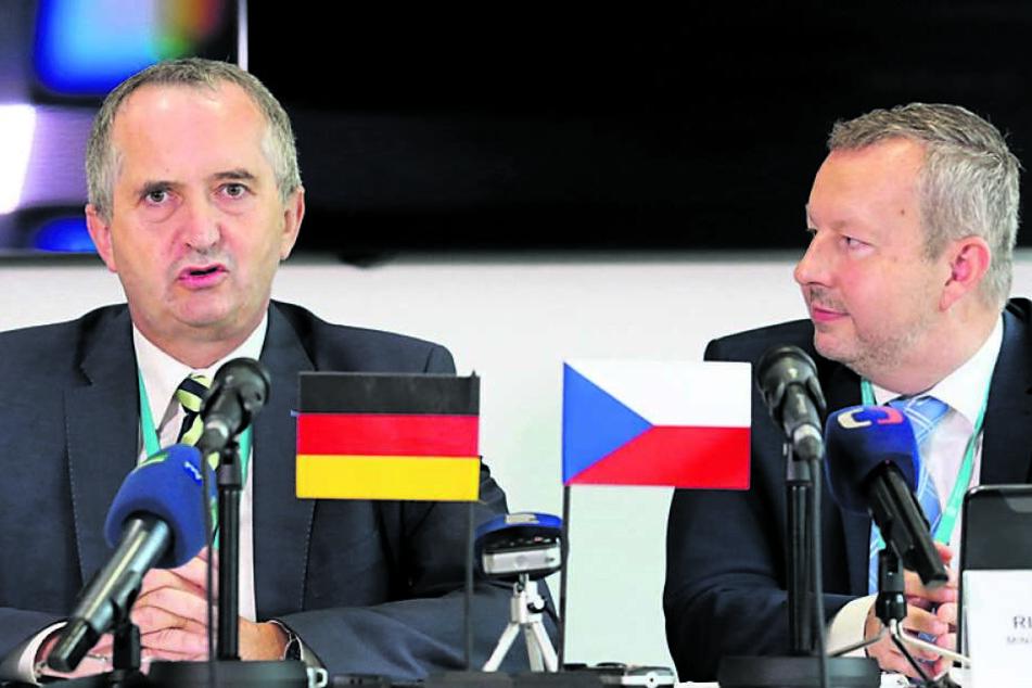 Heute treffen sie sich in Prag: Sachsens Umweltminister Thomas Schmidt (57,l.) und sein tschechischer Amtskollege Richard Brabec (52).