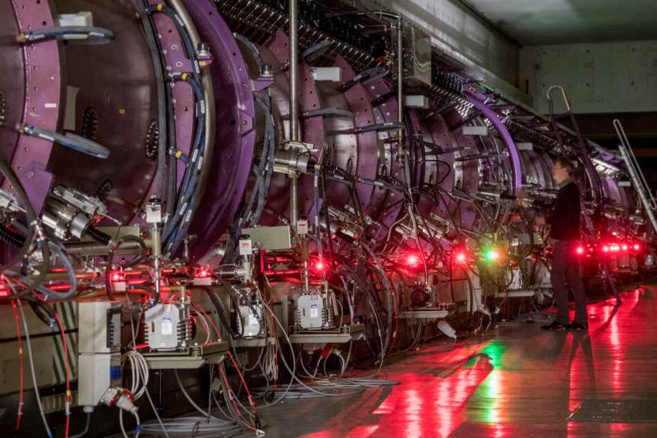 In den Vakuumröhren des Linearbeschleunigers kann ein Ionenstrahl erzeugt werden.