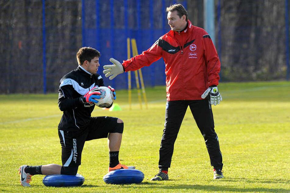 Den neuen und alten Keeper Stefan Ortega (l.) kennt Kostmann bereits gut.