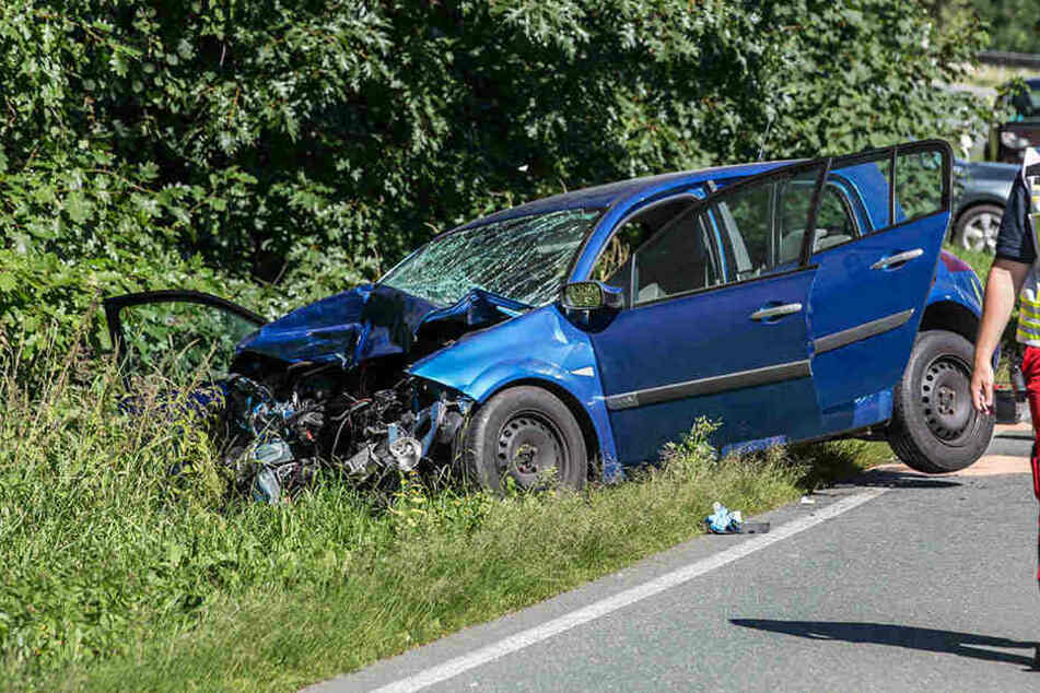 Bei dem heftigen Crash wurde eine Person getötet.