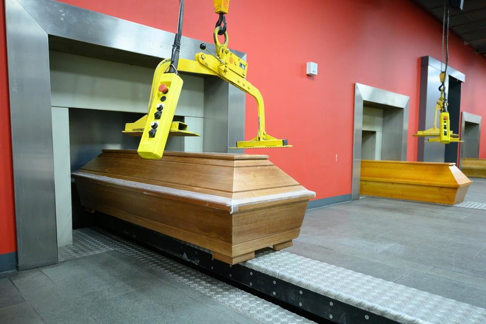 Wegen technischer Probleme und wegen der vielen Corona-Toten kam das Krematorium Tolkewitz nicht mit dem Verbrennen der Gestorbenen hinterher.