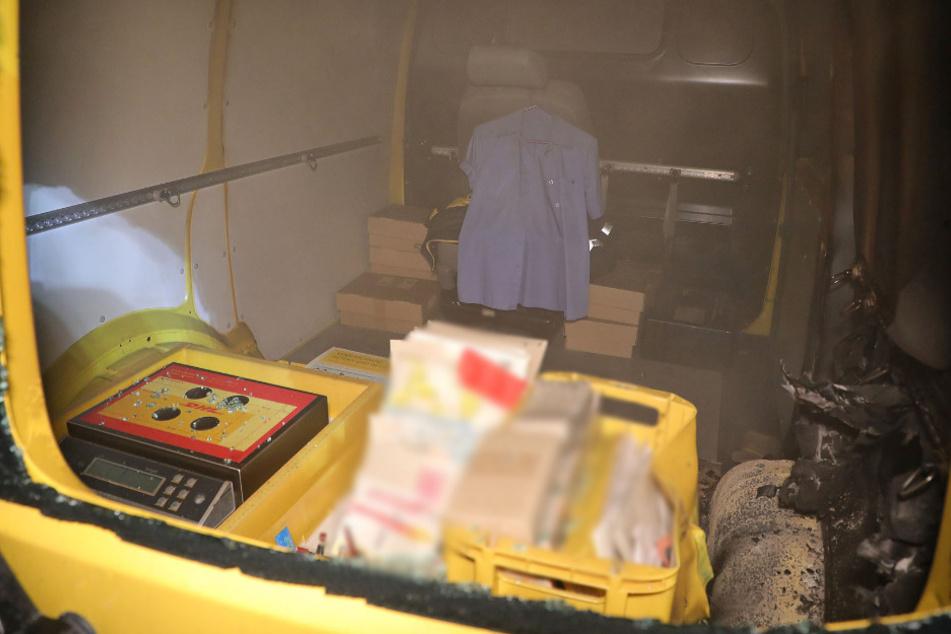 Der Innenraum des Fahrzeuges war bereits schon Teil der Flammen.