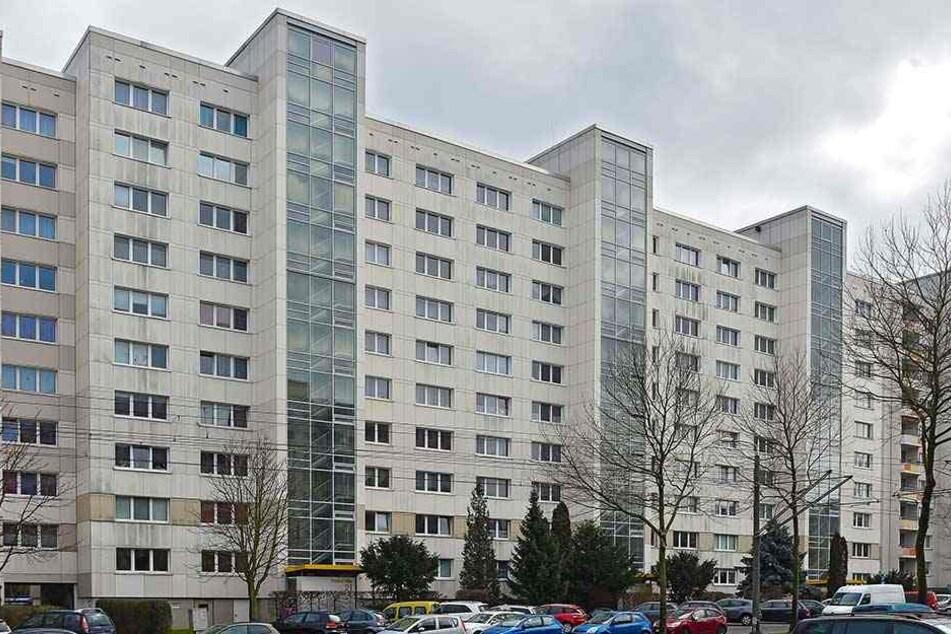 Im Vonovia-Zehngeschosser an der Prohliser Allee 21 müssen 40 Haushalte seit zehn Tagen ohne Fahrstuhl klar kommen.