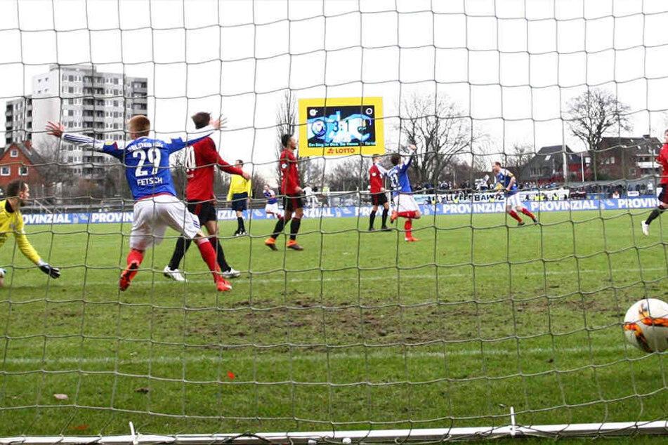 Am 30. Januar in Kiel klingelte es innerhalb von 19 Minuten vier Mal im Tor  der Chemnitzer. Hier erzielte Willi Evseev (nicht im Bild) das 4:1.