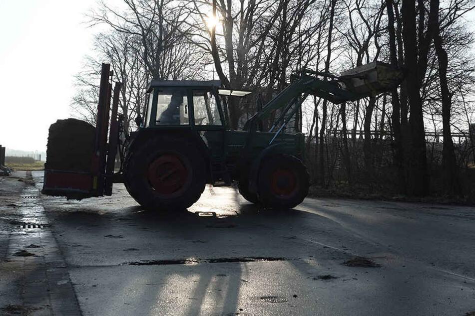 Der betrunkene Mann fuhr ohne Führerschein mit einem Traktor.
