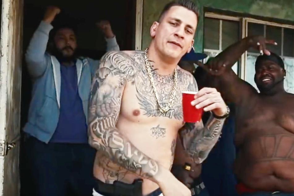 """Szene aus dem aktuellen Musikvideo """"Warum""""."""