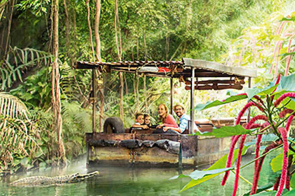 Eine Bootsfahrt durch die Erlebniswelt Gondwanaland.