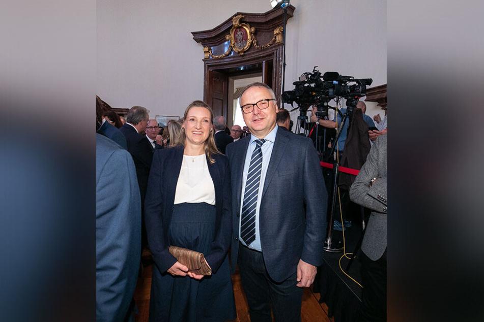 Auch Mathias Raithel (59, r.) kam noch einmal an den Ort der rettenden Zuflucht in Prag zurück. Neben ihm seine Tochter Katja - sie war damals ein fünfjähriges Mädchen.