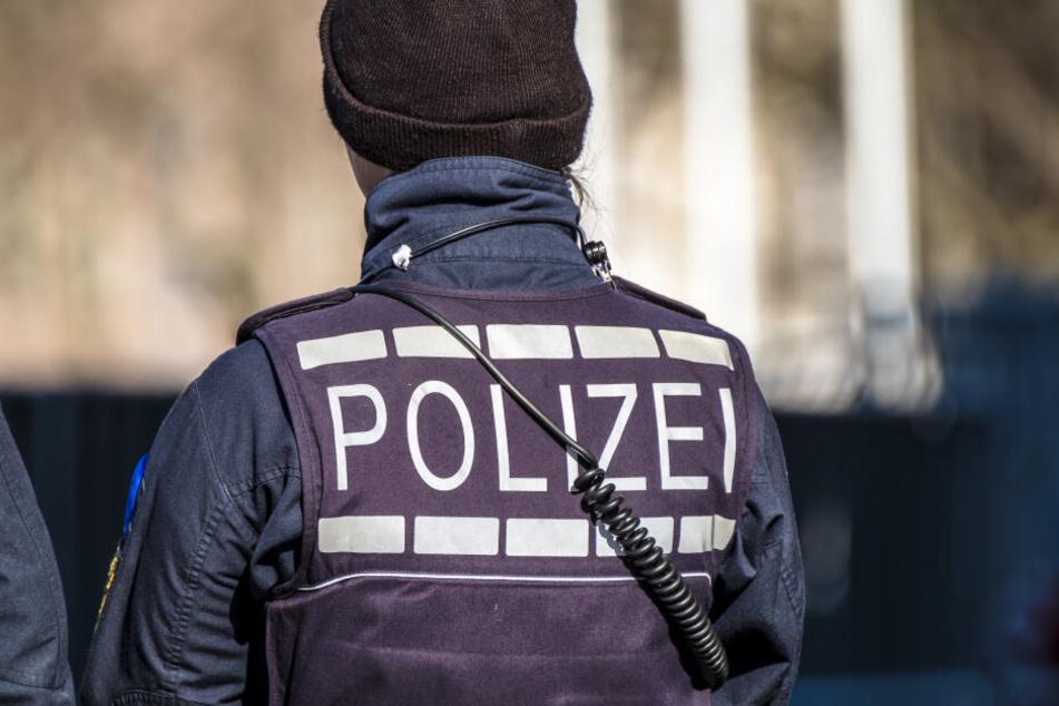 Eine Polizistin im Einsatz. (Symbolbild)