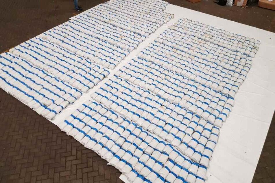 Die Polizei stellte 1,3 Tonnen Heroin mit einem Wert von etwa 132 Millionen Euro sicher.