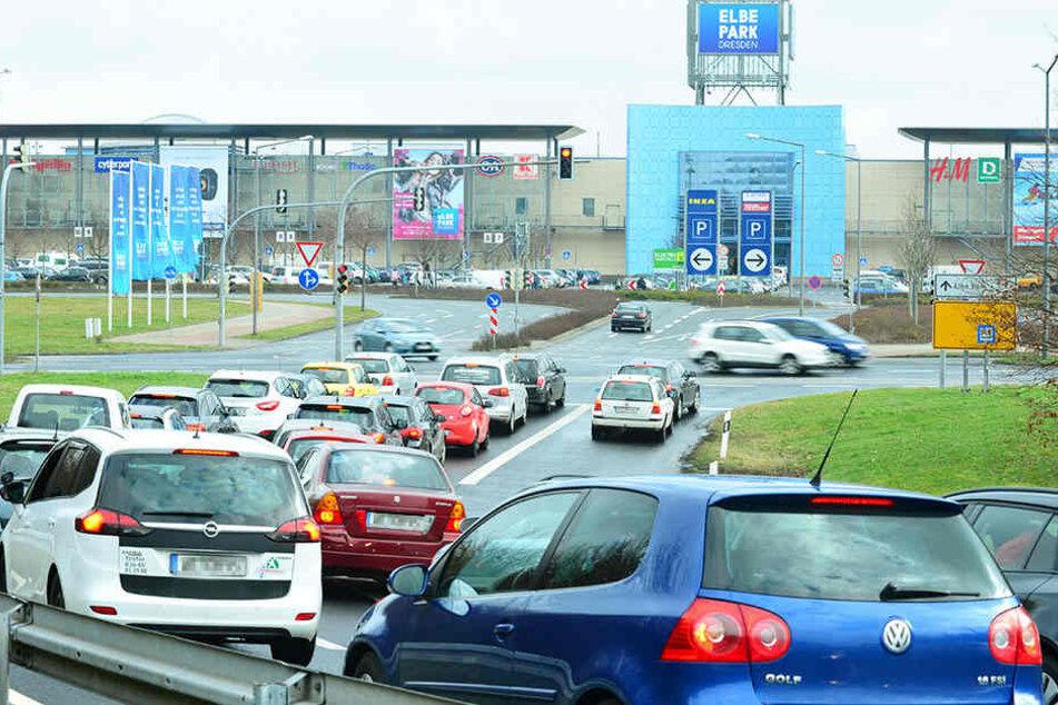 """Runter von der Autobahn - und gleich rauf auf den neuen Busbahnhof: Auch das  """"Elbe-Park-Umfeld"""" wurde geprüft. Das letzte Wort hat der Stadtrat."""