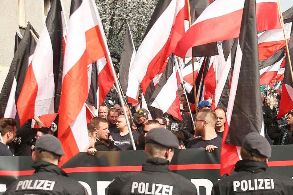 """Das Foto aus dem April 2018 zeigt eine Demonstration der Partei """"Die Rechte"""" in Dortmund."""