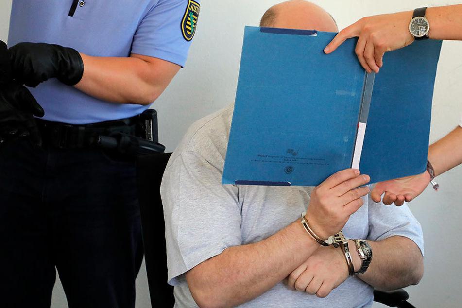 Tino M. (45) soll eine Hure vergewaltigt haben. Er streitet die Tat ab.