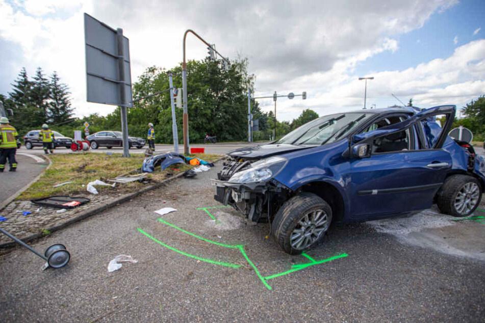 Das Wrack des Renaults.
