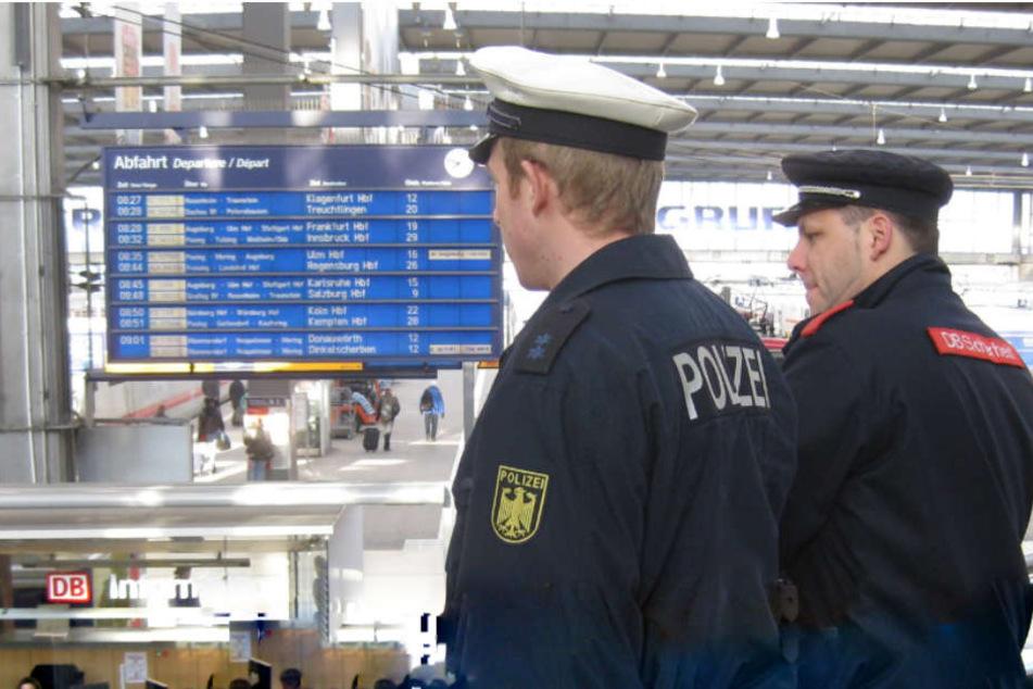 Sowohl die Bundespolizei, als auch der DB Sicherheitsdienst wurde von dem Mann bespuckt. (Symbolbild)
