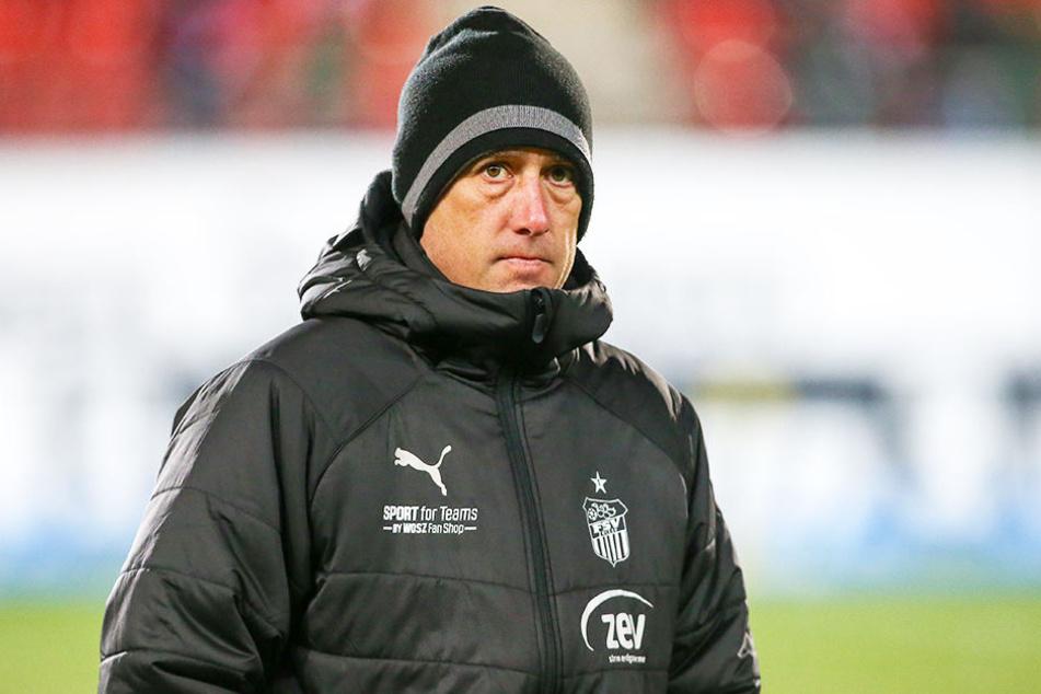 FSV-Coach Joe Enochs muss aufpassen, dass sich die Finanzprobleme nicht auf seine Mannschaft auswirken.