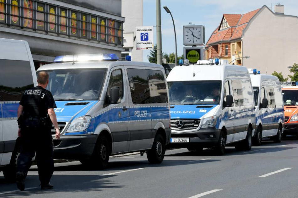 In Hennigsdorf überprüft die Polizei einen möglichen Entführungsfall vor einer Grundschule. (Symbolbild)