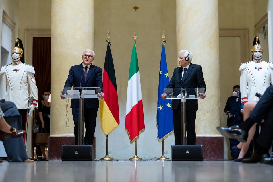 Bundespräsident Frank-Walter Steinmeier (l.) und Sergio Mattarella, der Präsident von Italien, halten gemeinsam eine Pressekonferenz in Mailand.