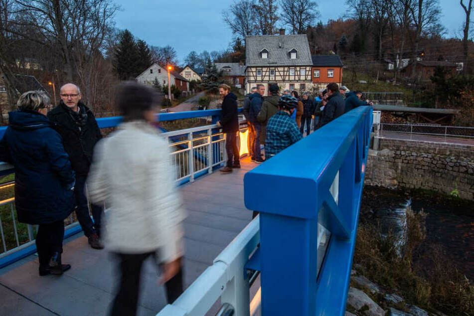 Am Dienstag wurde in Einsiedel eine neue Fußgängerbrücke eröffnet. Die alte wurde beim Juni-Hochwasser 2013 zerstört.