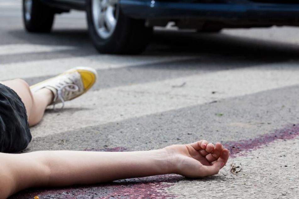 Das schwer verletzte Mädchen wurde von der Autofahrerin einfach liegen gelassen. (Symbolbild)