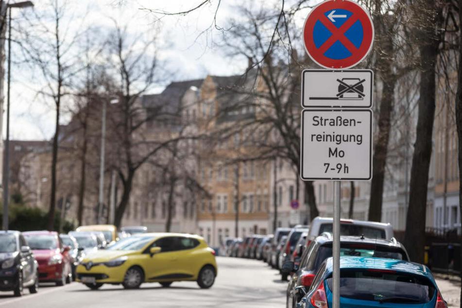 Halteverbot auch in der Zeißstraße. Wer dem ASR im Weg steht, kann abgeschleppt werden.