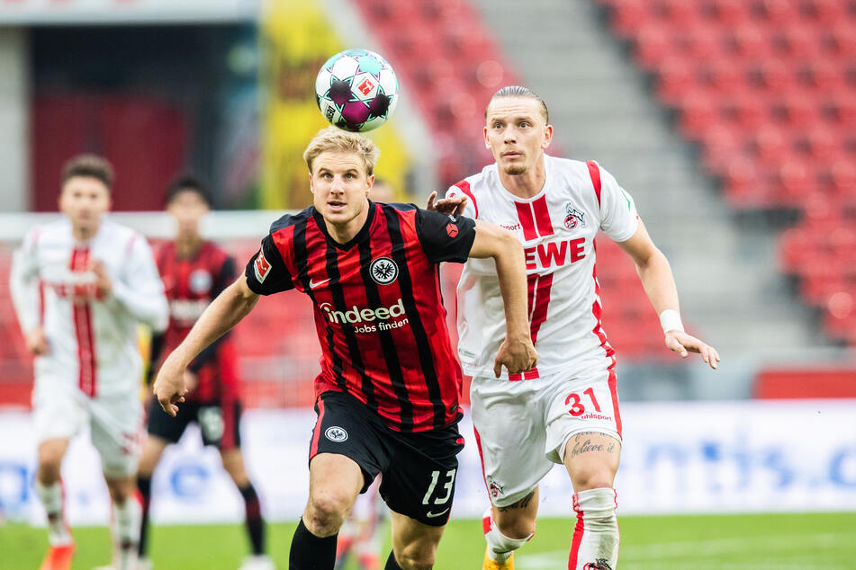 Eintracht Frankfurts Martin Hinteregger (28, l.) im Zweikampf mit Marius Wolf vom 1. FC Köln. Dem verletzten Frankfurter Abwehrchef droht eine noch längere Ausfallzeit.