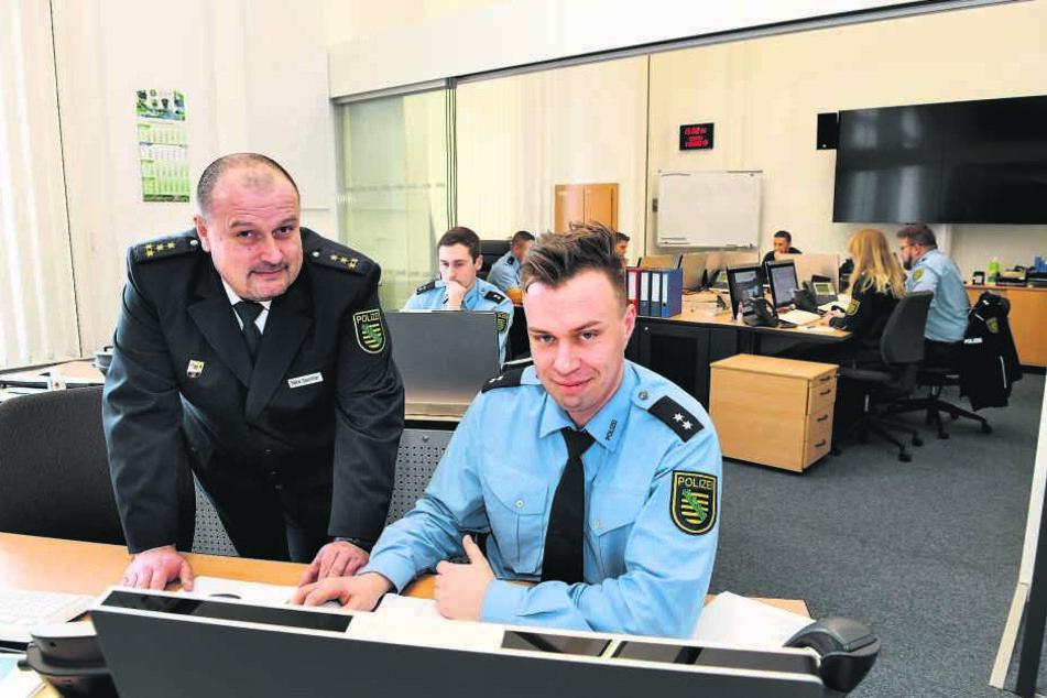 Rene Demmler (47, l.), Leiter des Führungsstabs, bereitet derzeit die Einsätze vor, an denen auch Kollegen aus Brandenburg, Sachsen-Anhalt und von der Bundespolizei teilnehmen werden.