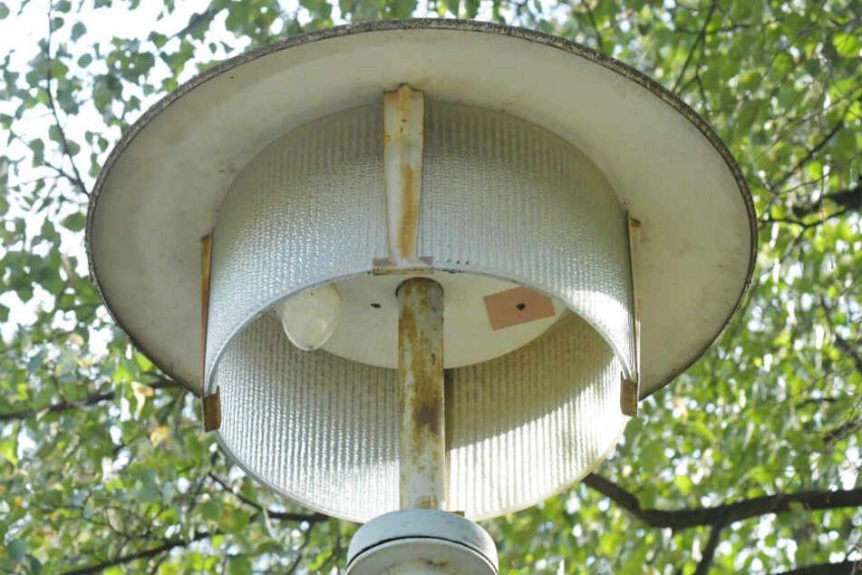 Die alten Lampen sind verschlissen, sollen entsorgt werden.