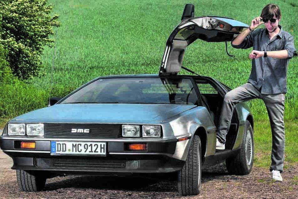 Auf den Spuren Marty McFlys: Der Dresdner Gino Sturm (20) mit seinem DeLorean  DMC-12. Nur echt mit den Flügeltüren!
