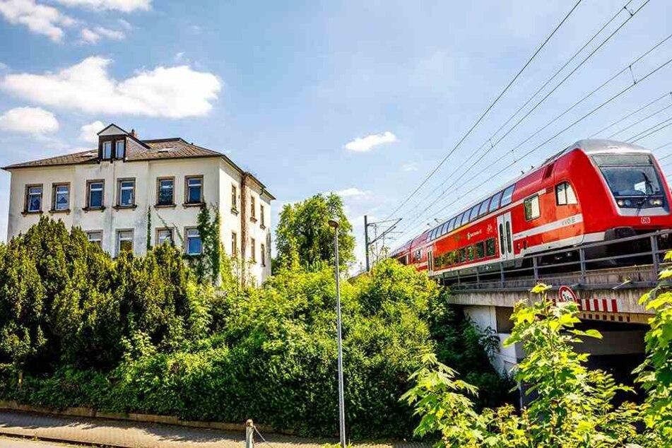 Anwohner der Bahnstrecke Dresden-Schmilka sind besonders lärmgeplagt. Hier ein Haus in Heidenau bei Dresden.