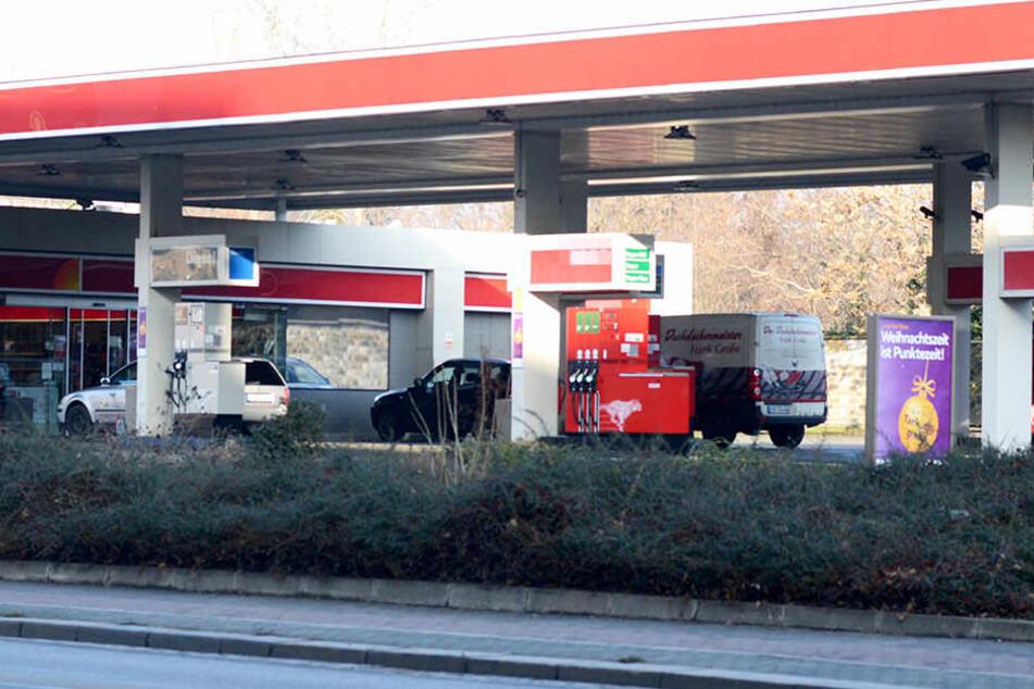 Polizeibekannter Mann bedroht Tankstellen-Mitarbeiterin
