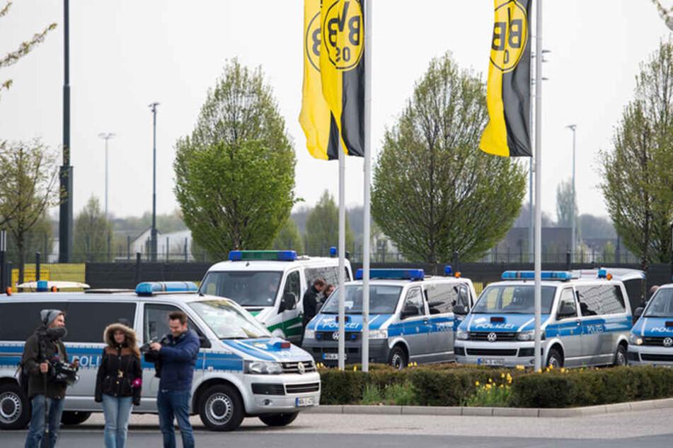 Nach dem Anschlag auf den Mannschaftsbus des BVB hat die Polizei einen Verdächtigen festgenommen.