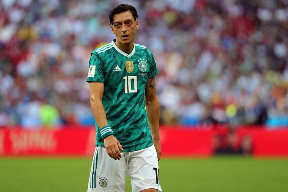 DFB-Weltmeister Mesut Özil fassungslos. Deutschland ist ausgeschieden.