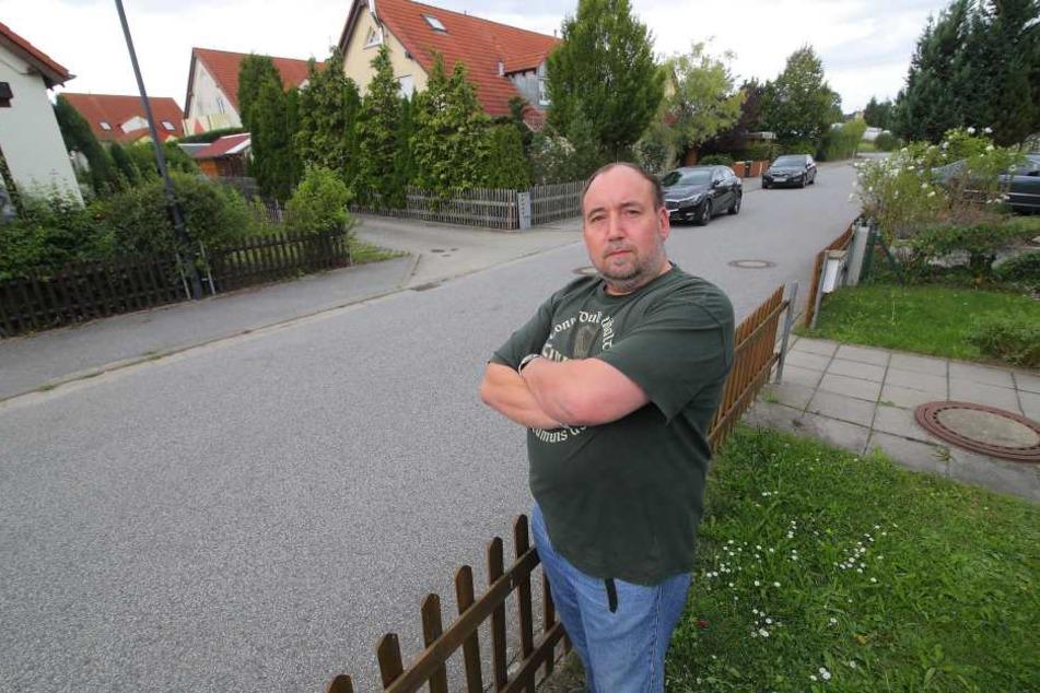 Diebe klauten Peter Stimpels (45) Dienstwagen direkt vor dem Haus.
