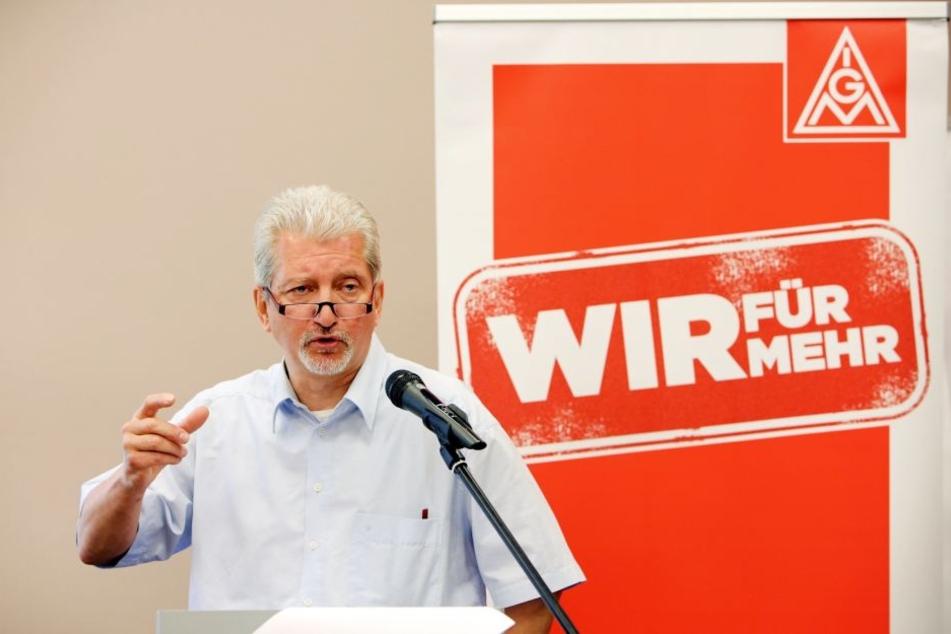 Sachsens IG Metall-Chef Olivier Höbel will für die 180.000 Beschäftigten im Freistaat sechs Prozent mehr Lohn und die 35-Stunden-Woche erkämpfen.