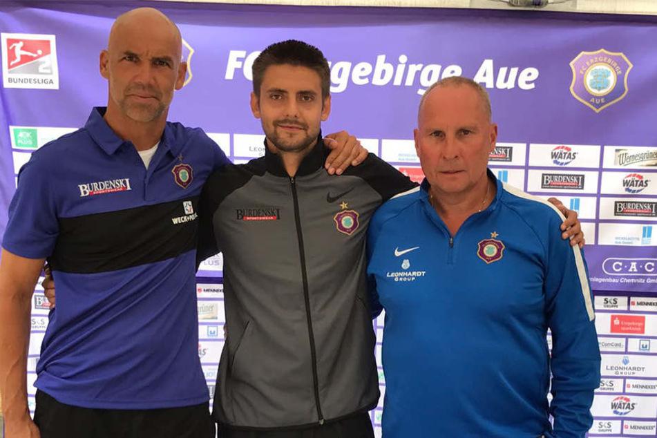 Dimitri Nazarov mit Trainer Thomas Letsch und Präsident Helge Leonhardt