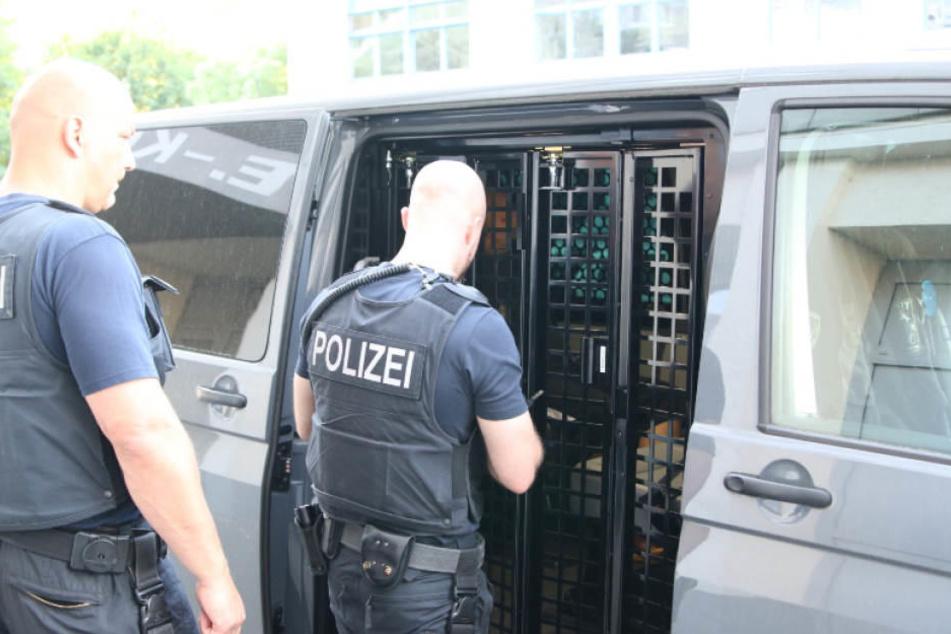 Bei der Razzia gegen mutmaßliche Schleuser gab es vier Festnahmen. (Symbolbild)