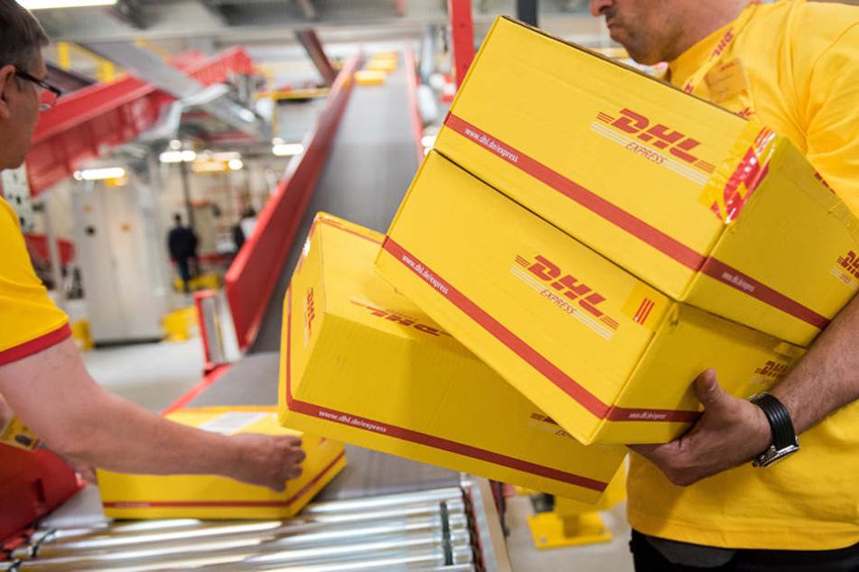 Die Fülle an Paketen macht es fast unmöglich, alles genau zu kontrollieren.