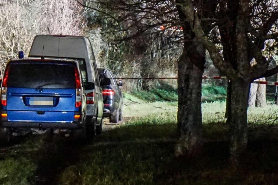 Leichenfund: Frau macht grausige Entdeckung nahe Feldweg