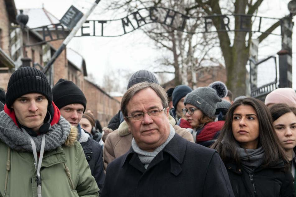NRW-Ministerpräsident Armin Laschet (57) besucht anlässlich des Internationalen Holocaust-Gedenktages zusammen mit Jugendlichen das frühere deutsche Konzentrationslager Auschwitz.