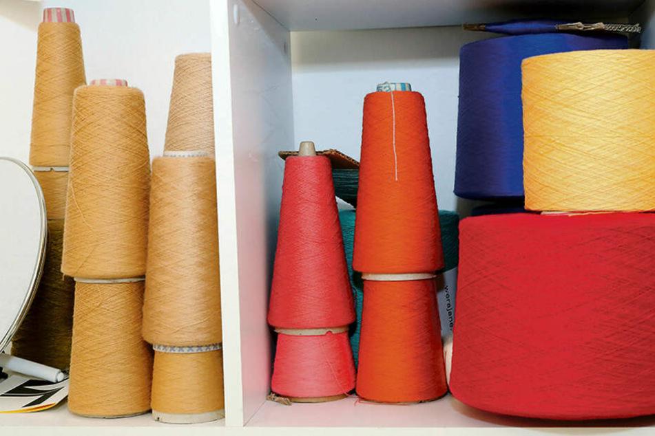 Garn in allen möglichen Farben hilft dabei, auf individuelle Kundenwünsche einzugehen.