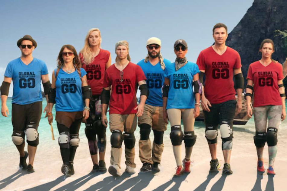 """Die Teilnehmer von """"Global Gladiators"""" am Strand Thailands."""