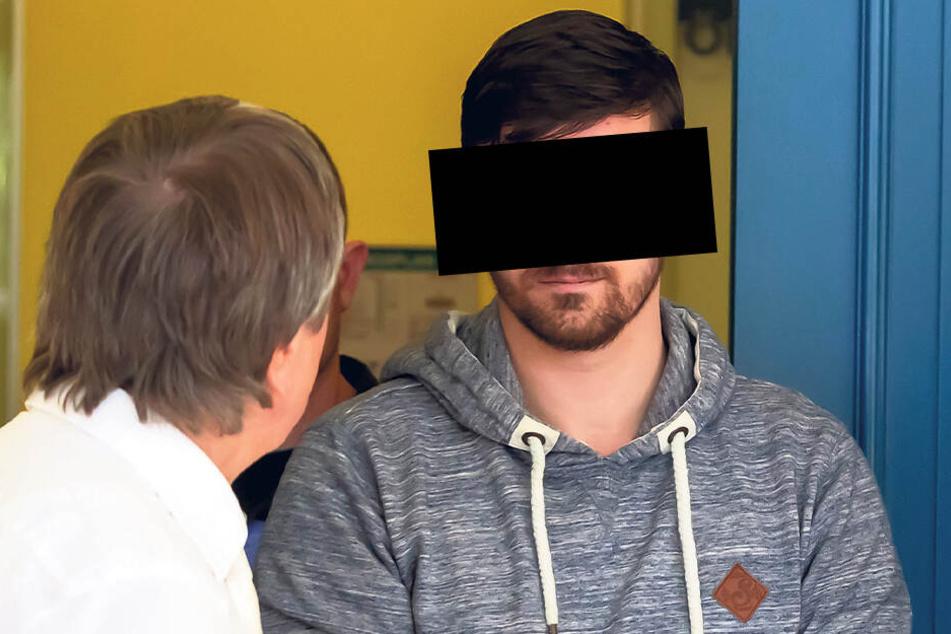 Hardy G. mit seinem Anwalt im Amtsgericht. Der Hartmannsdorfer wurde zu drei Jahren Haft verurteilt.