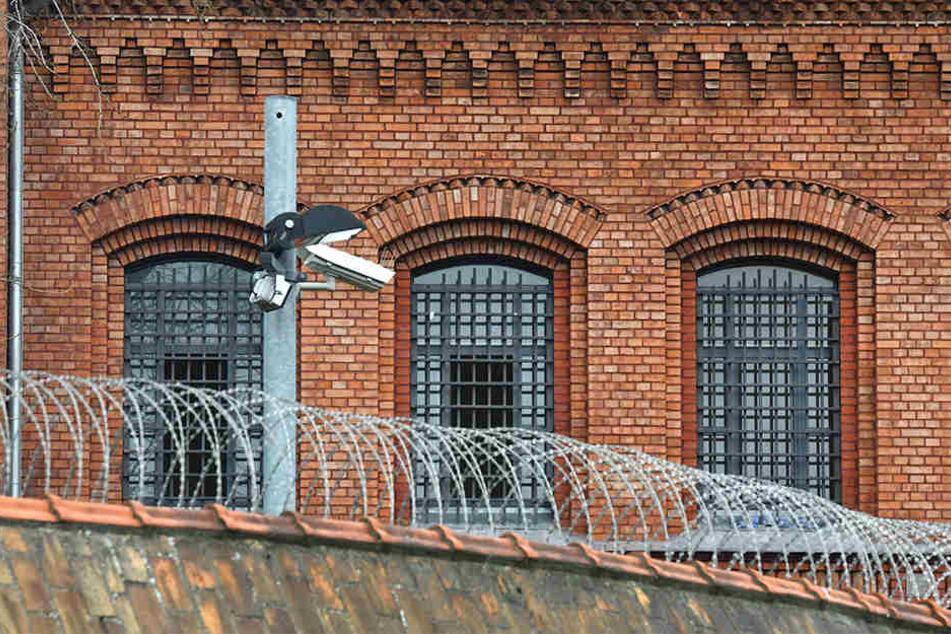 Ein Gefängniswärter aus Heilbronn soll Drogen und Handys ins Gefängnis geschmuggelt haben und sitzt deshalb in Untersuchungshaft. (Symbolbild)