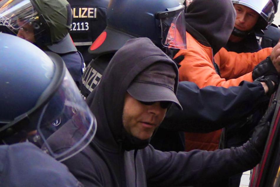 Starker Gegenprotest und Festnahmen bei Anti-Merkel-Demo