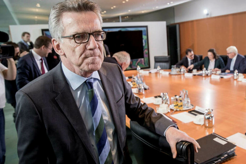 BundesinnenministerThomas de Maizière (62, CDU).