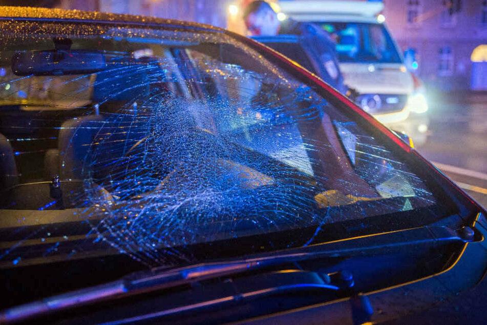 Auch das Auto der Unfallfahrerin wurde schwer beschädigt.